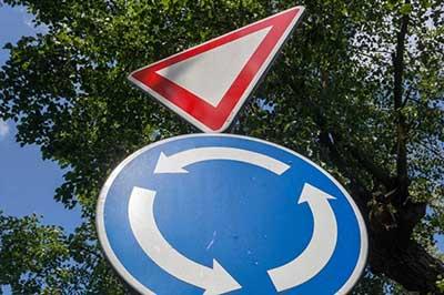 kruzni tok saobracajni znak